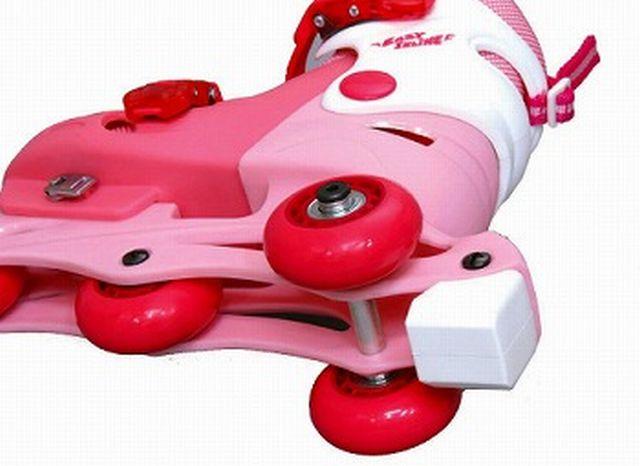 慣れないうちは、こうやって補助輪をつけることができるそうです。普通のロー... ローラースケート