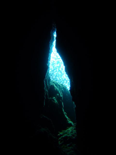 雲見・牛着岩「小牛の洞窟」_f0053895_1440476.jpg