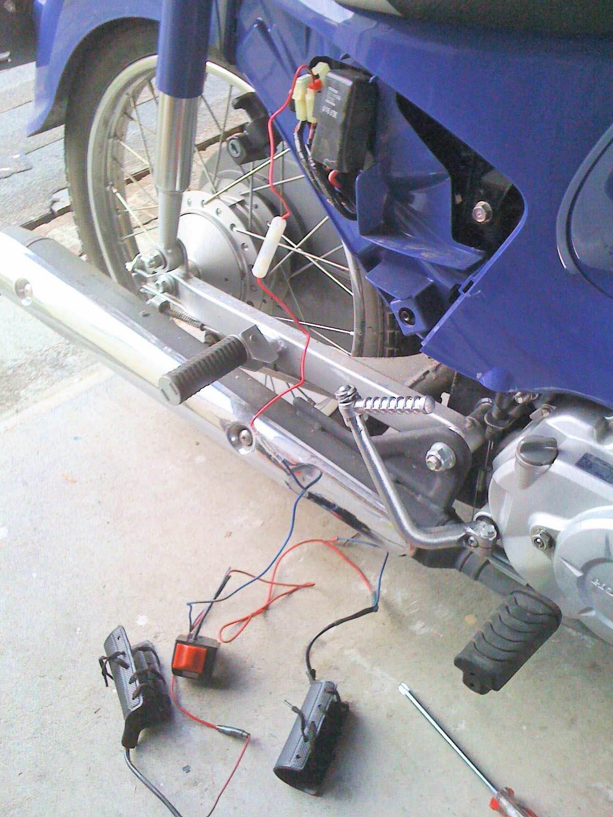 旧カブ用グリップヒーター移植 : zoff's blog