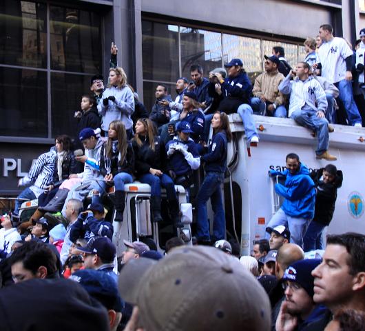 ヤンキース優勝パレードは大騒ぎでした _b0007805_14261243.jpg