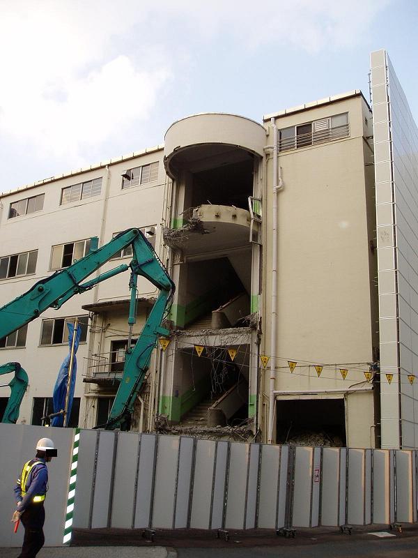 さよなら交通博物館 建物の解体状況(1)_f0030574_934572.jpg