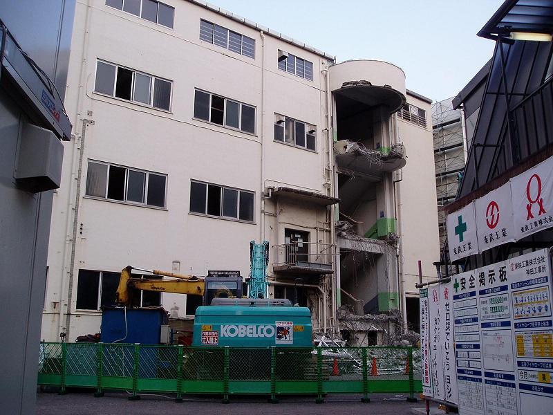 さよなら交通博物館 建物の解体状況(1)_f0030574_994348.jpg