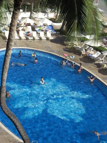 ハワイ2009 その15 ハレクラニのプールにて_f0169509_32635100.jpg
