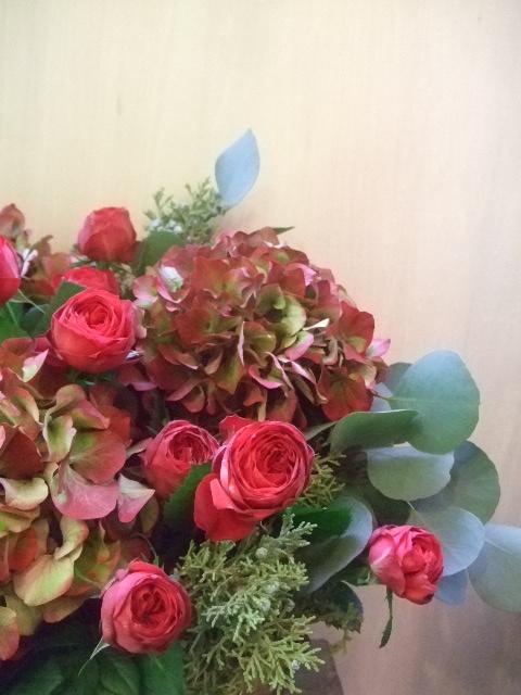 オークリーフ(レッドラナンキュラと赤い紫陽花のアレンジメント)_f0049672_14511565.jpg