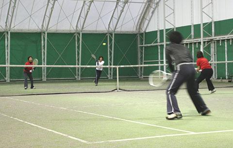 シニアオープンテニス(女子ダブルス)インドアで開催_b0114798_1032156.jpg