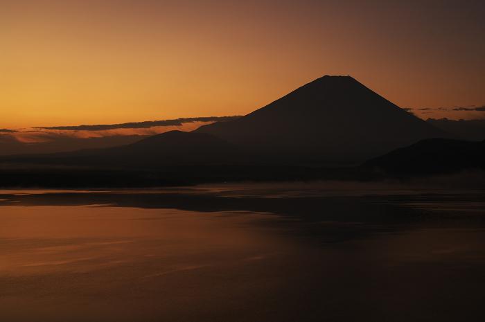 2009 富士山の秋(5)~本栖湖の朝とダイヤモンドと子抱き富士_f0155048_11381398.jpg