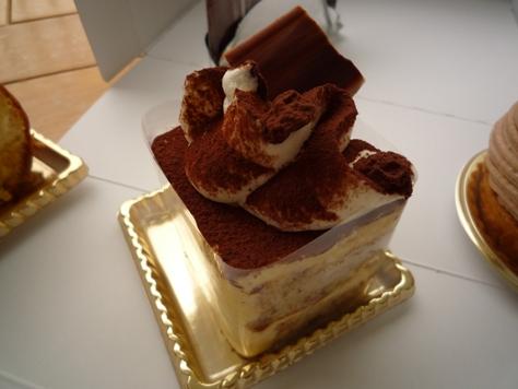 ロイヤルパインズホテルのケーキ~♪_e0123286_1911365.jpg