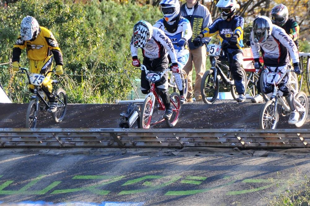 2009JOSF緑山11月定期戦VOL1:BMXエキスパート・エリートクラス決勝_b0065730_20235744.jpg