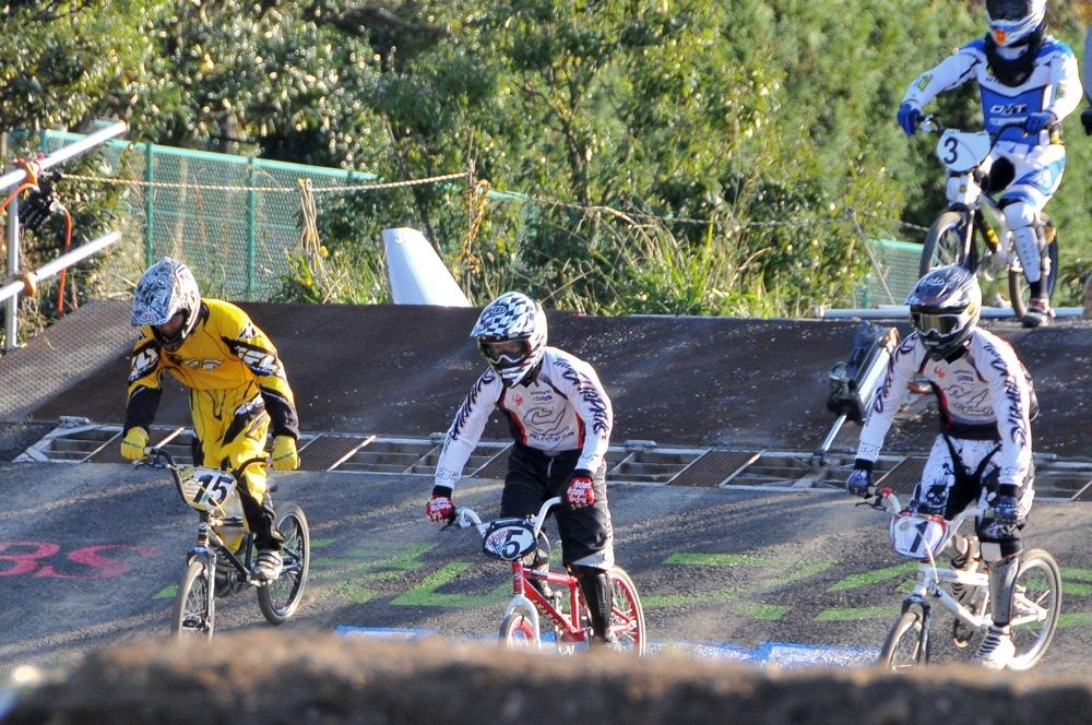 2009JOSF緑山11月定期戦VOL1:BMXエキスパート・エリートクラス決勝_b0065730_20241564.jpg