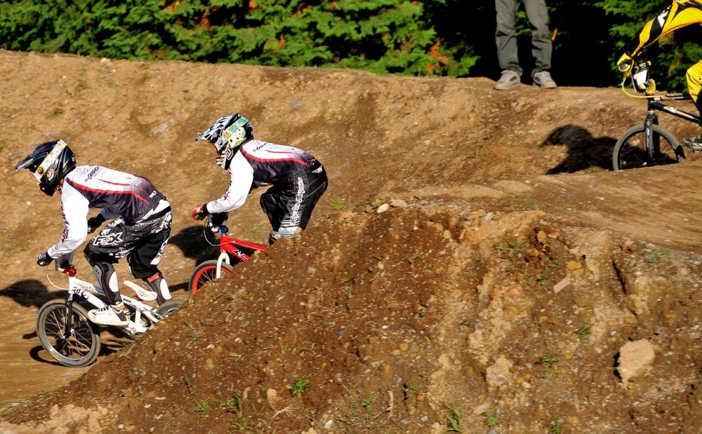 2009JOSF緑山11月定期戦VOL1:BMXエキスパート・エリートクラス決勝_b0065730_2025194.jpg