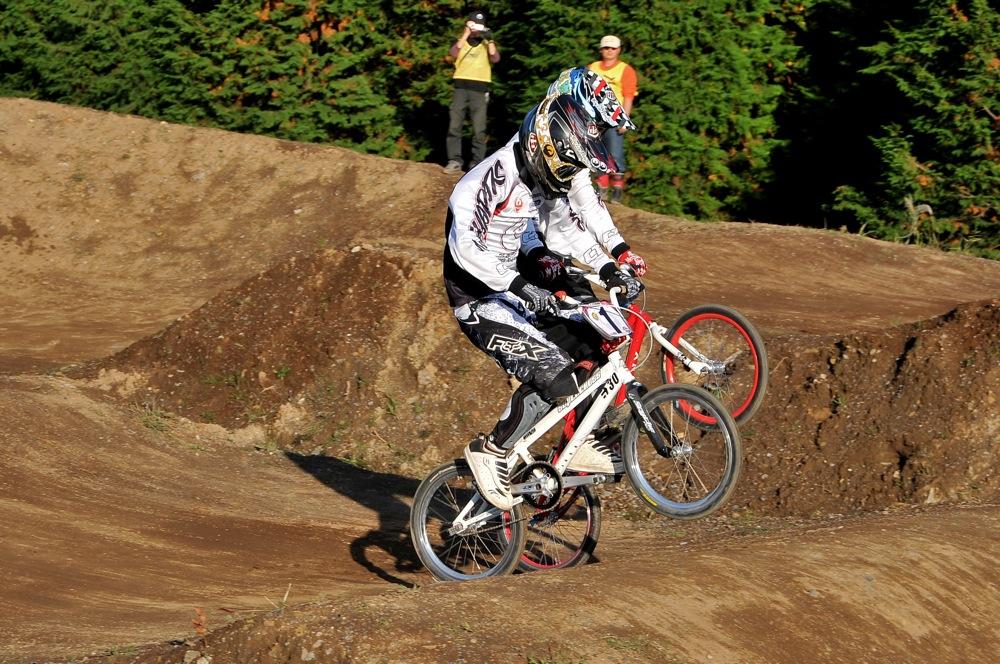 2009JOSF緑山11月定期戦VOL1:BMXエキスパート・エリートクラス決勝_b0065730_20254624.jpg
