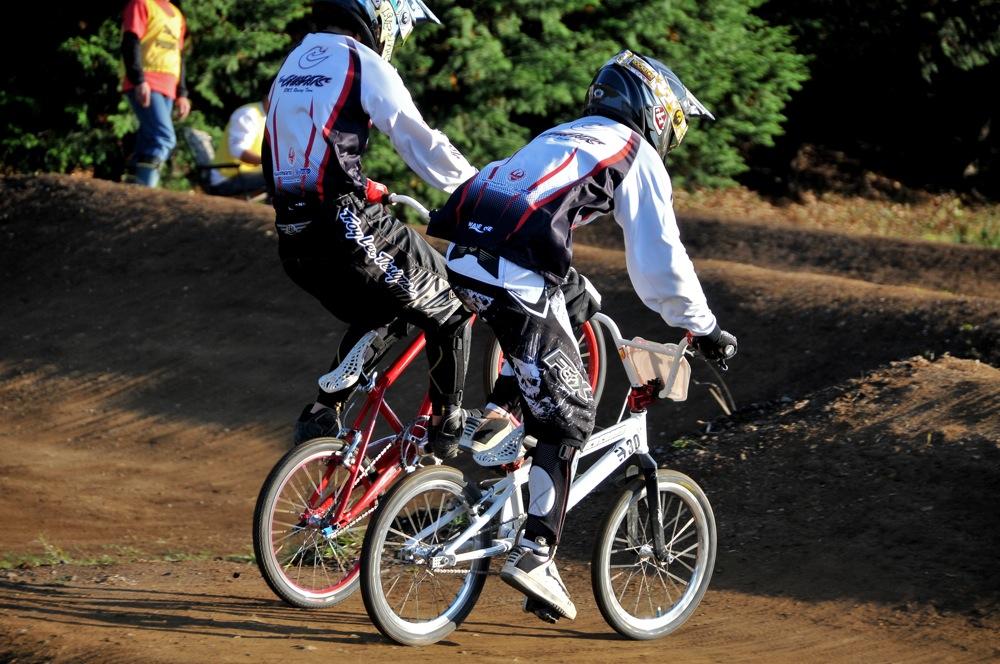 2009JOSF緑山11月定期戦VOL1:BMXエキスパート・エリートクラス決勝_b0065730_20255312.jpg