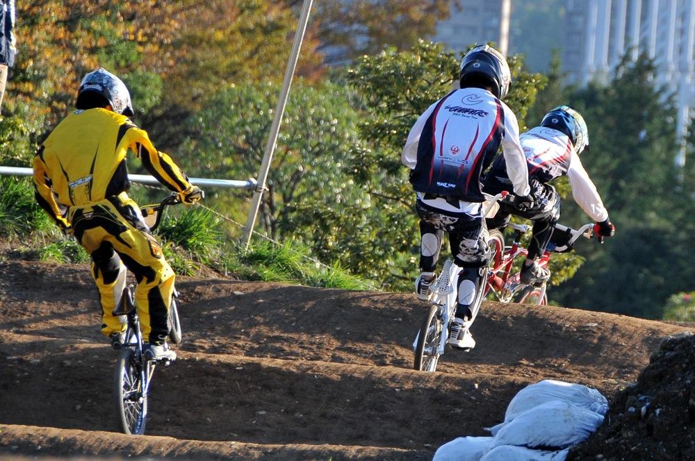 2009JOSF緑山11月定期戦VOL1:BMXエキスパート・エリートクラス決勝_b0065730_20261217.jpg