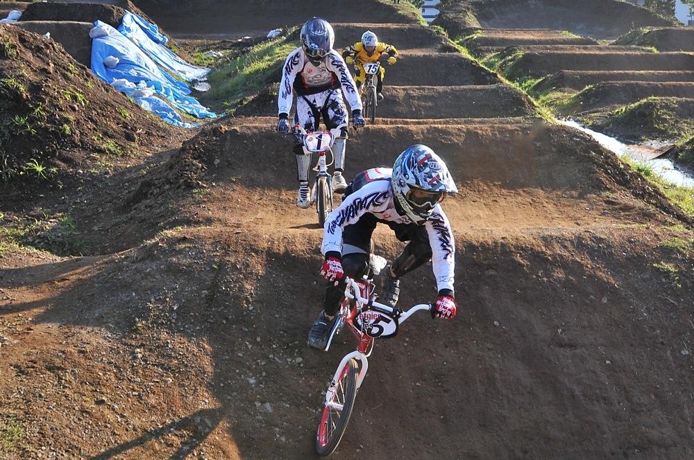 2009JOSF緑山11月定期戦VOL1:BMXエキスパート・エリートクラス決勝_b0065730_2027133.jpg