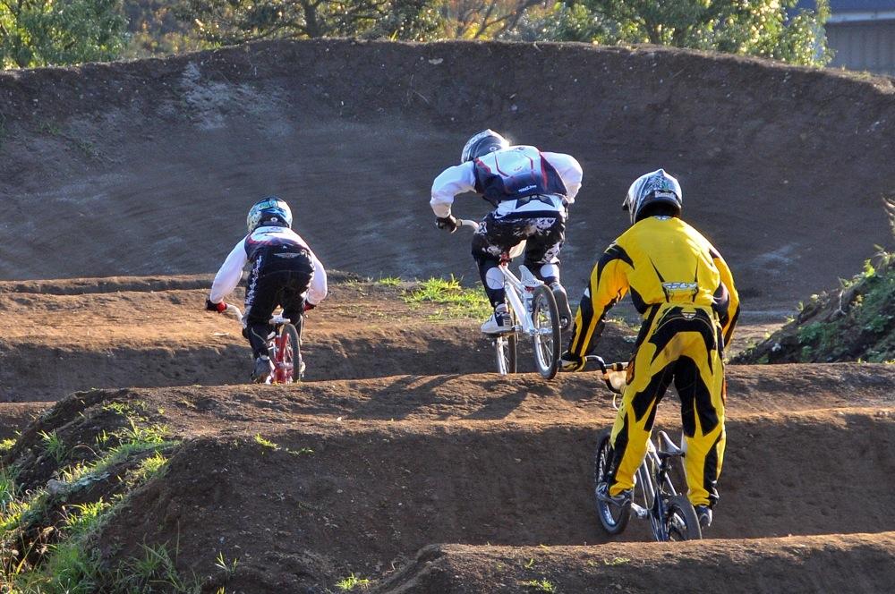 2009JOSF緑山11月定期戦VOL1:BMXエキスパート・エリートクラス決勝_b0065730_20274031.jpg