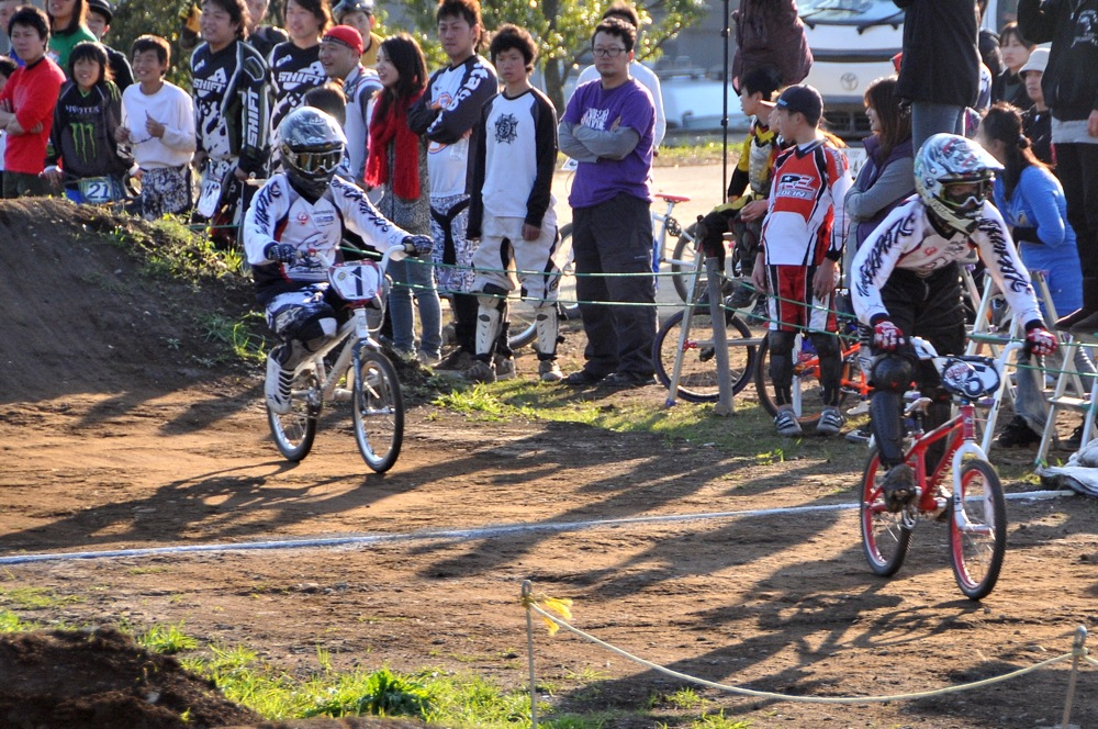 2009JOSF緑山11月定期戦VOL1:BMXエキスパート・エリートクラス決勝_b0065730_20295933.jpg