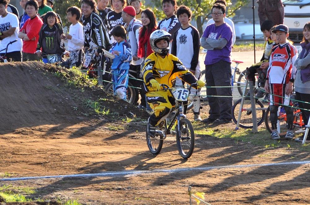 2009JOSF緑山11月定期戦VOL1:BMXエキスパート・エリートクラス決勝_b0065730_2030116.jpg