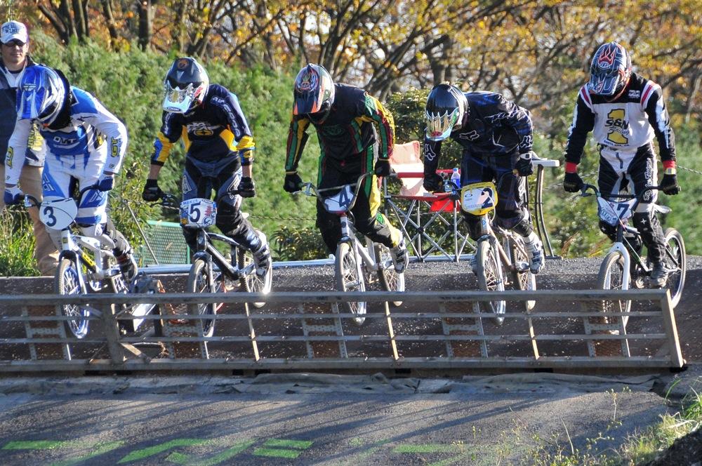 2009JOSF緑山11月定期戦VOL1:BMXエキスパート・エリートクラス決勝_b0065730_20311584.jpg