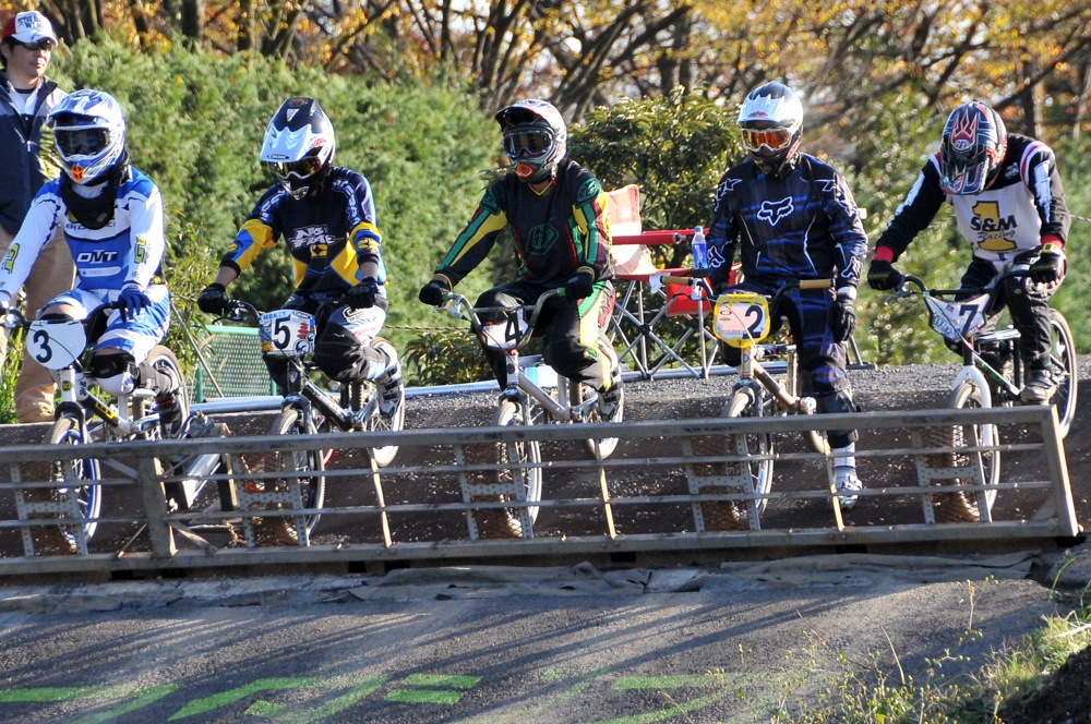 2009JOSF緑山11月定期戦VOL1:BMXエキスパート・エリートクラス決勝_b0065730_203132.jpg