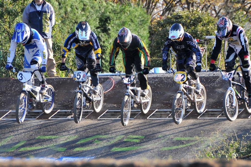 2009JOSF緑山11月定期戦VOL1:BMXエキスパート・エリートクラス決勝_b0065730_20314359.jpg