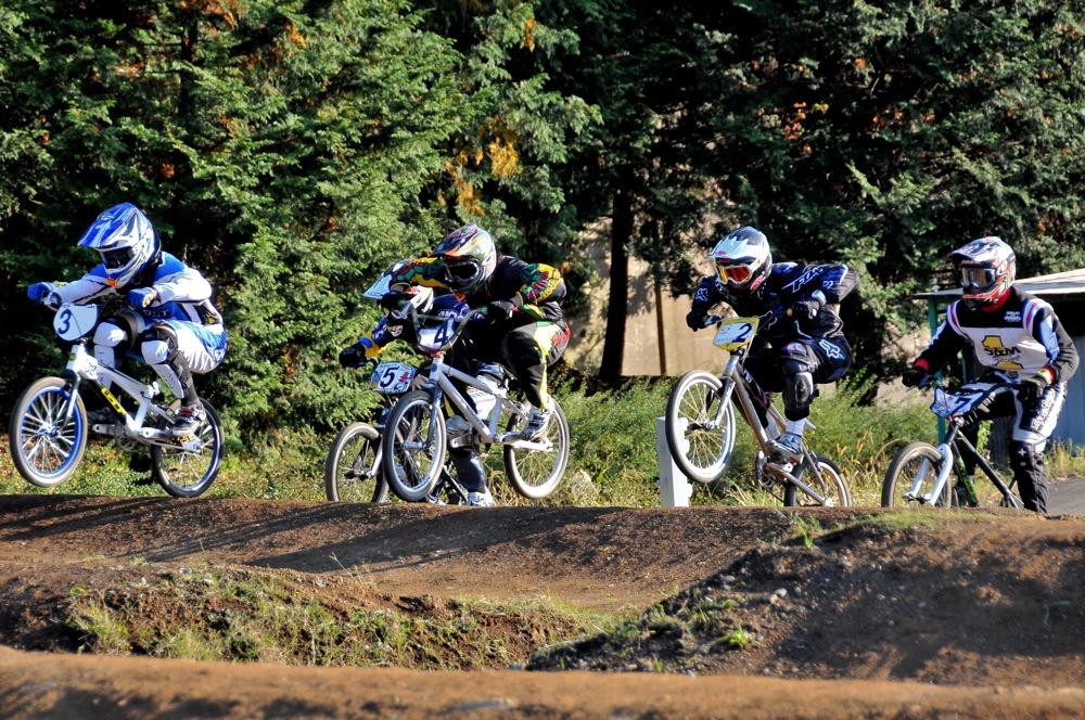 2009JOSF緑山11月定期戦VOL1:BMXエキスパート・エリートクラス決勝_b0065730_20315215.jpg