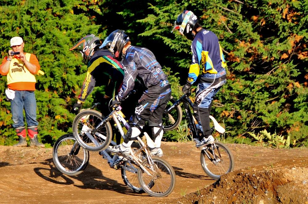 2009JOSF緑山11月定期戦VOL1:BMXエキスパート・エリートクラス決勝_b0065730_20325033.jpg