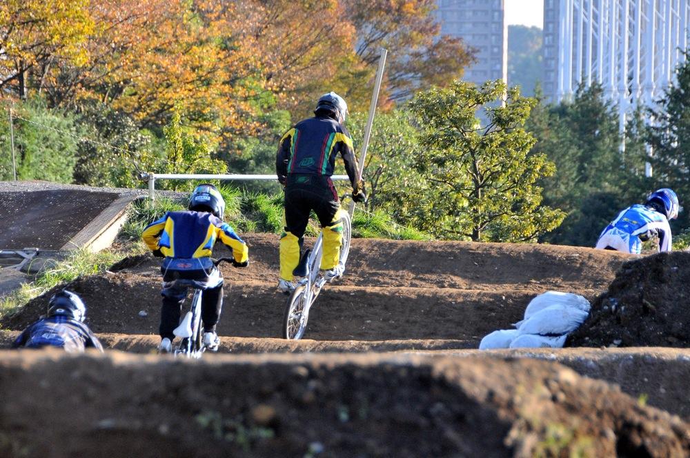 2009JOSF緑山11月定期戦VOL1:BMXエキスパート・エリートクラス決勝_b0065730_20341193.jpg