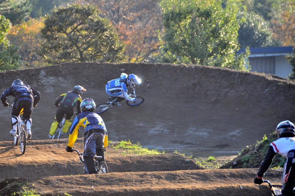 2009JOSF緑山11月定期戦VOL1:BMXエキスパート・エリートクラス決勝_b0065730_2036591.jpg