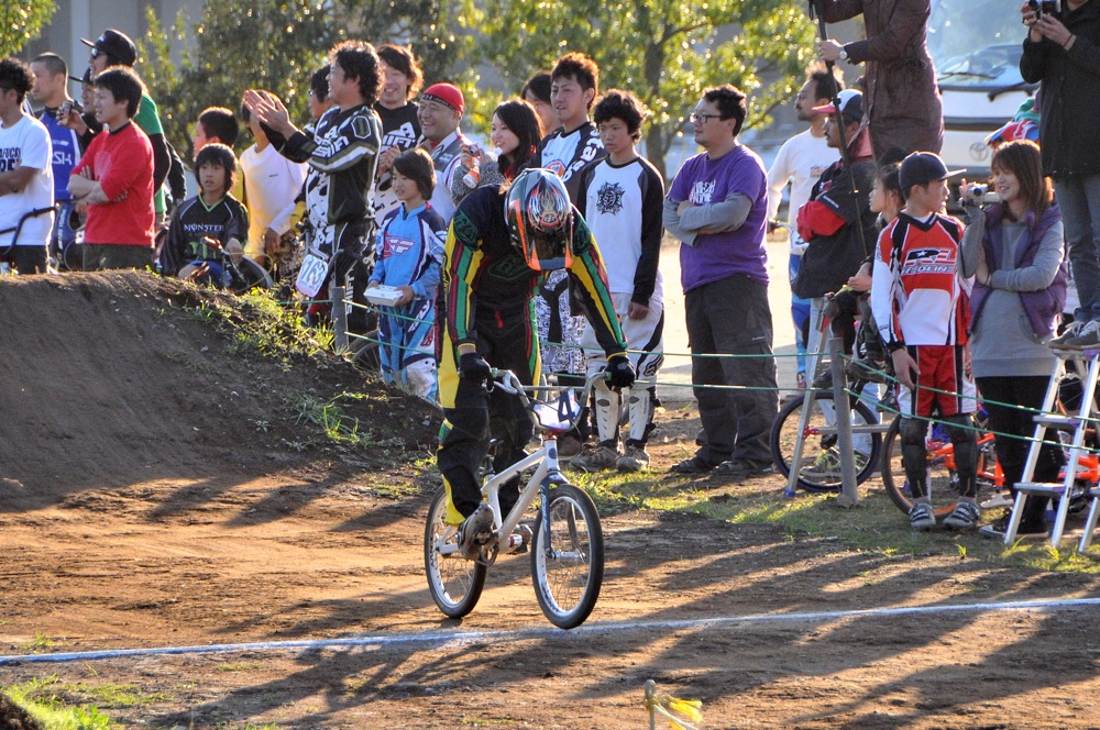 2009JOSF緑山11月定期戦VOL1:BMXエキスパート・エリートクラス決勝_b0065730_20372196.jpg