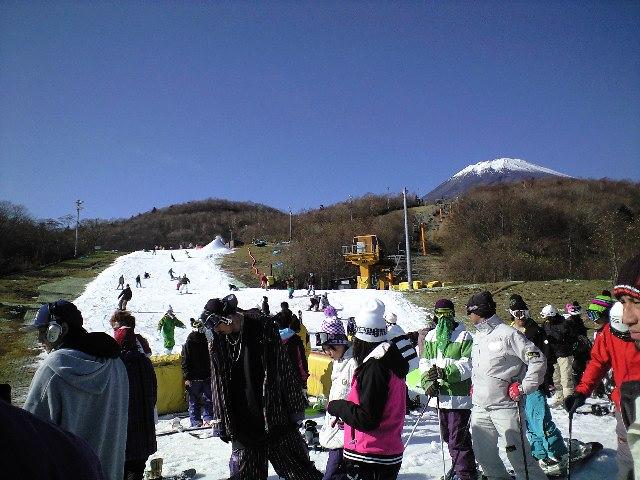 イエティ☆富士山を見ながらスノーボードのお仕事_c0151965_1913795.jpg