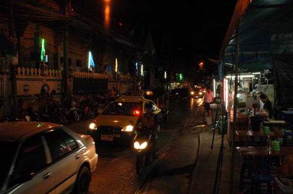 夜のバンコク散歩_b0131470_9514519.jpg