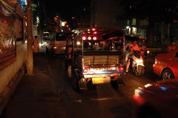 夜のバンコク散歩_b0131470_9531248.jpg