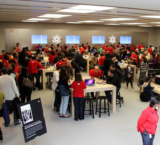 NY4店舗目のアップル・ストアがアッパー・ウェストにオープン!_b0007805_11412993.jpg