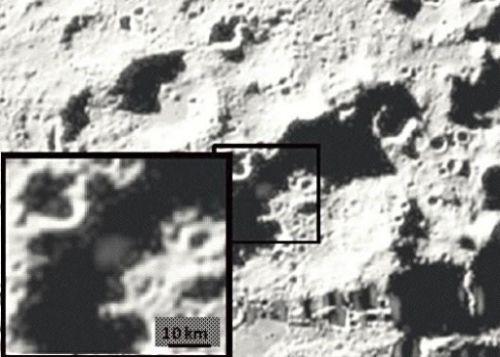 「月にバケツ12杯の水がある」:NASA相変わらずうそニュースご開陳_e0171614_12435089.jpg