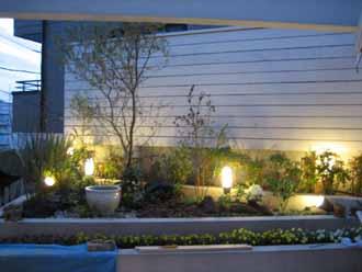 11/16   中庭テラス植栽&白塗りウッドフェンス_e0029584_21314627.jpg
