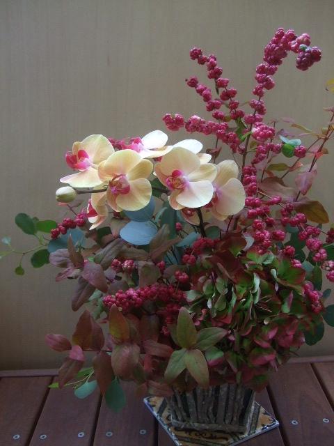 オークリーフ(赤い紫陽花と胡蝶蘭のアレンジメント)_f0049672_13272810.jpg