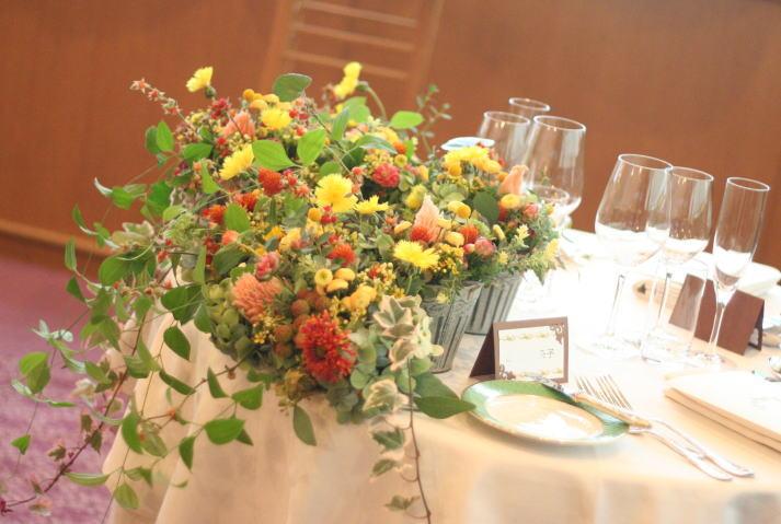白いうさぎと黒いうさぎ2 アルピーノ様の装花 _a0042928_22165550.jpg