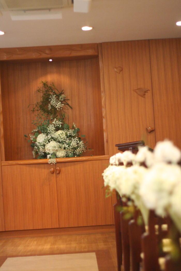 白いうさぎと黒いうさぎ2 アルピーノ様の装花 _a0042928_225122.jpg