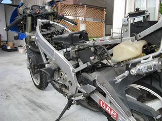 後輩のバイク整備_c0181475_16595131.jpg