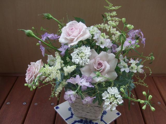 オークリーフ(薄紫色のバラのアレンジメント)_f0049672_17243117.jpg