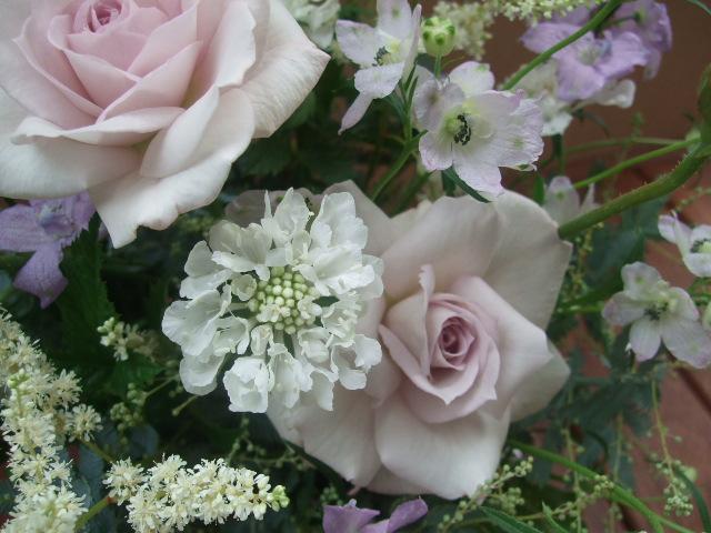 オークリーフ(薄紫色のバラのアレンジメント)_f0049672_17244110.jpg