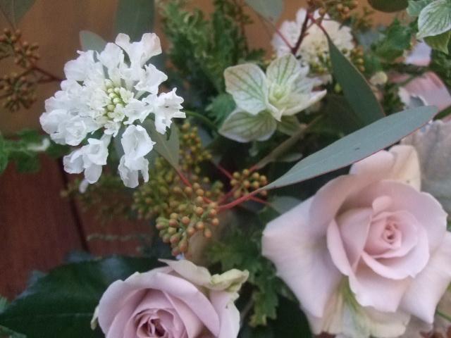 オークリーフ(薄紫色のバラのアレンジメント)_f0049672_17251569.jpg