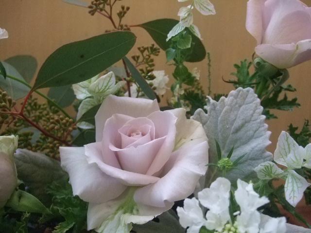 オークリーフ(薄紫色のバラのアレンジメント)_f0049672_17252569.jpg