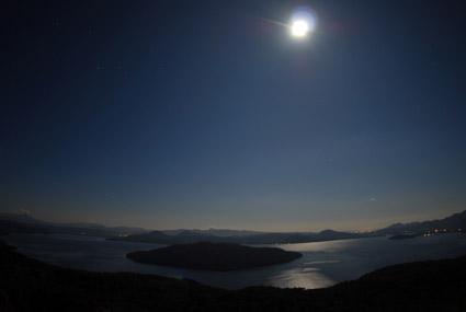 屈斜路湖の月と太陽_c0229485_035122.jpg