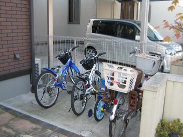 駐輪場屋根届きました。_a0139242_10521450.jpg