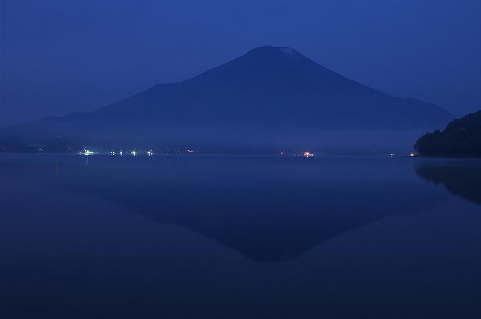 2009 富士山の秋(8)最終回~逆さ富士と釣り人(山中湖)_f0155048_22244668.jpg