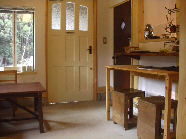 林の中の小さなカフェ。_e0060555_1275933.jpg