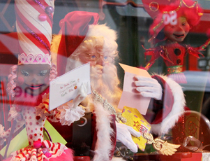 Macy\'sのクリスマス・ディスプレイがオープン_b0007805_14364021.jpg