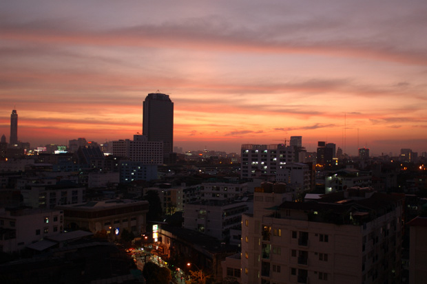 午後6時過ぎのバンコク_b0131470_2251095.jpg