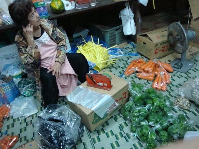 栄町農連市場_c0196050_16323069.jpg